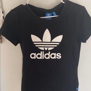 Adidas Tshirt✨